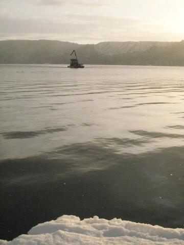 barge-in-snowsun11